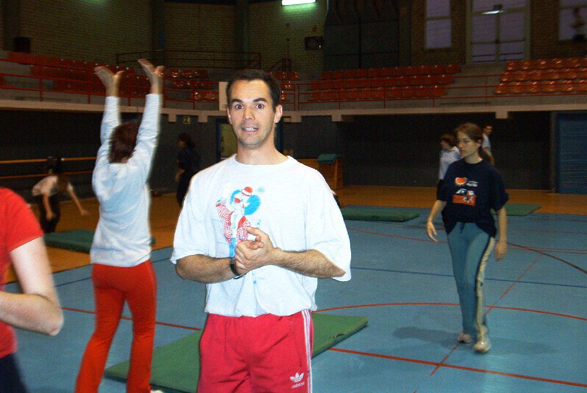 Aulas de Acrobacias - Faculdade de Educação Física de Blanquerna - Universidade Ramon LLull - Barcelona, maio de 2003