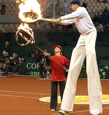 Eu de Perna de Pau no espetáculo de abertura da final da Copa Davis de Tênis (USA x Espanha) em Sevilla (3-4 de dezembro de 2004)