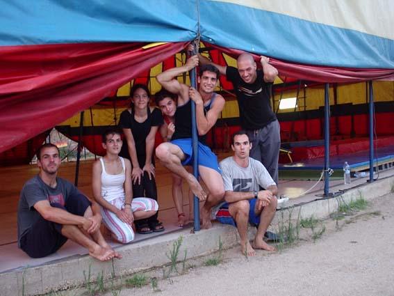 Eu e meus queridos alunos do Curso de Verão de Acrobacias na Escola Rogelio Rivel em Barcelona - Julho de 2004