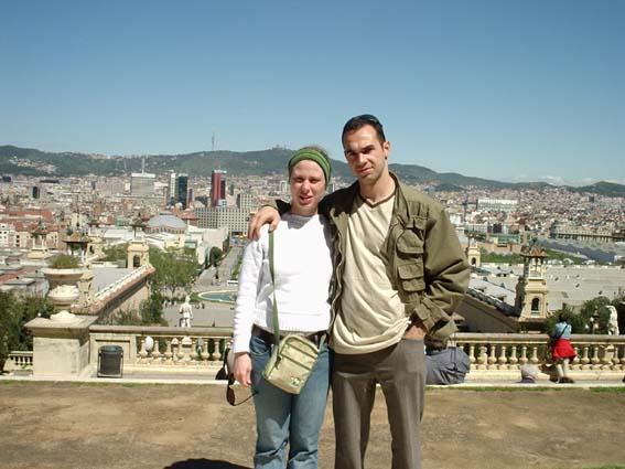 Eu e Malu passeando por Montjuic - Barcelona em maio de 2004