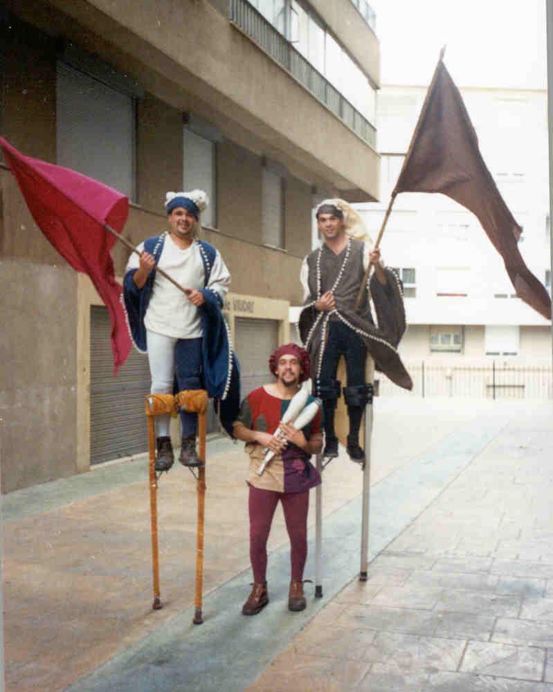 Atuando com a Companhia Cremallera Teatro em Petrer (Alicante - Espanha) Setembro 2002