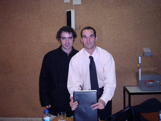 Eu e meu amigo Prof. Xavier De Blas (Univ. Ramon LLul - Espanha) depois da defesa do doutorado (INEFC Lleida, 5-11-04)