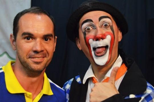 Feliz depois de rir muito com Tibinho e outros artistas de circo-teatro no Casarão de Barão (Campinas, nov. 2015)