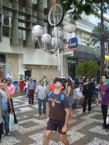 Brincando no Cortejo do Festival de Circo de Londrina - PR 2009