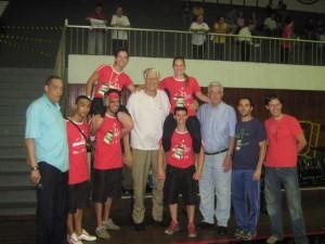 Grandes jogadores de Basquete, amigos do GGU e no centro o mítico jogador Emil Rached