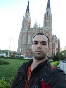 Em frente a Catedral de La Plata - Argentina